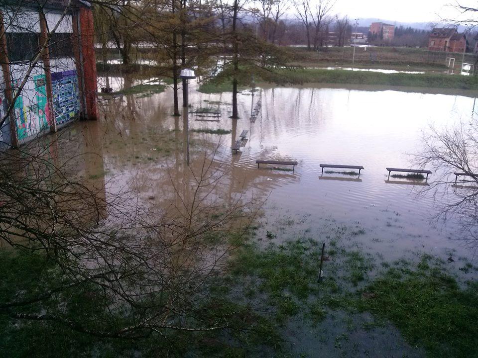 Прекид наставе због опасности од поплаве
